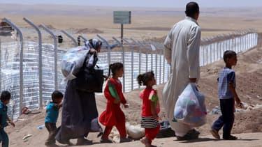 Une famille d'Irakiens dans un camp de réfugiés à 40 kilomètres d'Arbil, le 27 juillet.