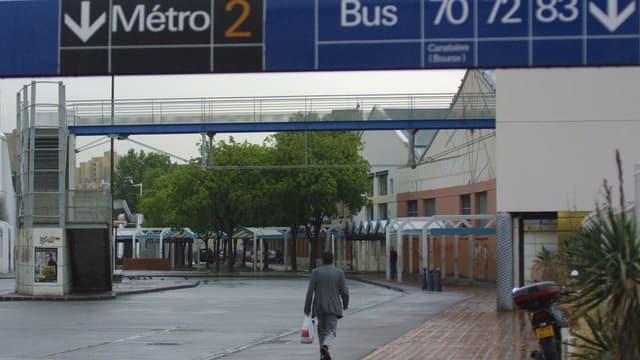 Le trafic de la ligne 2 du métro marseillais a été momentanément interrompu après la chute d'un homme sur les voies.