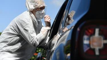 Test de dépistage du nouveau coronavirus à Plabennec (Finistère) le 20 juillet 2020