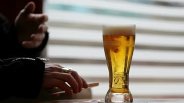 La justice suspend la vente du Baclocur pour traiter l'alcoolisme.