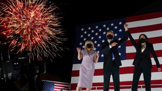 De g. à d. : Jill Biden, son époux Joe et la sénatrice de Californie candidate à la vice-présidence Kamala Harris, lors de la convention démocrate, à Wilmington, Delaware, le 20 août 2020