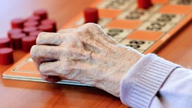 Près d'un aidant sur deux est retraité, 37% occupent un emploi, les autres étant au chômage ou inactifs pour cause d'invalidité, selon une étude de la Drees.