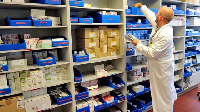 L'employé d'une pharmacie de Lens, le 20 septembre 2013.