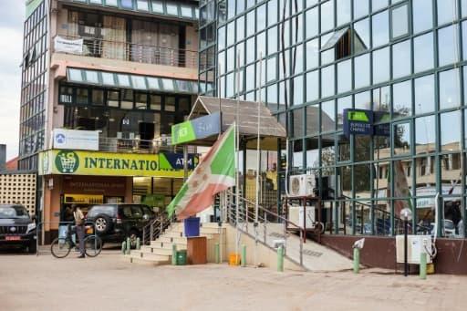 Drapeau en berne à Bujumbura le 9 juin 2020 après la mort du président burundais Pierre Nkurunziza