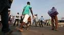 Rue à Abidjan mercredi. La crise s'est accentuée mercredi en Côte d'Ivoire où Guillaume Soro, Premier ministre d'Alassane Ouattara, a appelé le Conseil de sécurité des Nations unies à envisager la force pour contraindre Laurent Gbagbo à quitter le pouvoir