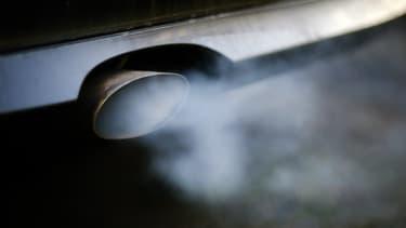 Les moteurs qui tournent à l'arrêt; une source inutile de pollution.