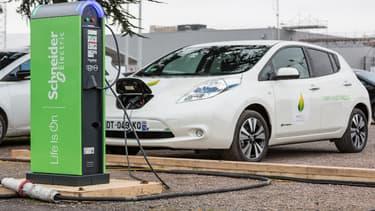 Nissan déploie un réseau de bornes électriques en Corse permettant le rechargement de ses véhicules Leaf et e-NV200. (image d'illustration)
