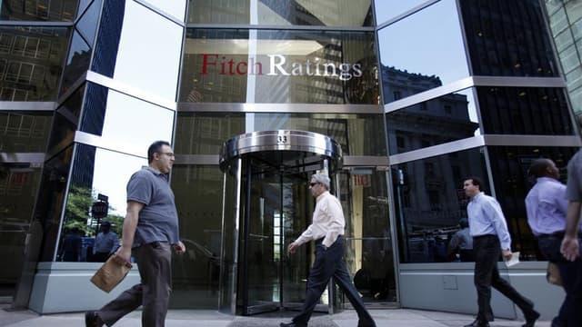 """Fitch Ratings a abaissé vendredi la perspective sur la note de crédit """"AAA"""" de la France à """"négative"""", faisant part de ses inquiétudes concernant les conséquences potentielles de la crise de la dette sur les finances de l'Etat français. La note est toutef"""