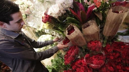 Très prisées par les amoureux, les roses rouges voient leur prix s'envoler à la Saint-Valentin.