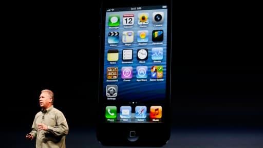 Phil Schiller, chef marketing d'Apple, dévoilant le nouvel iPhone 5