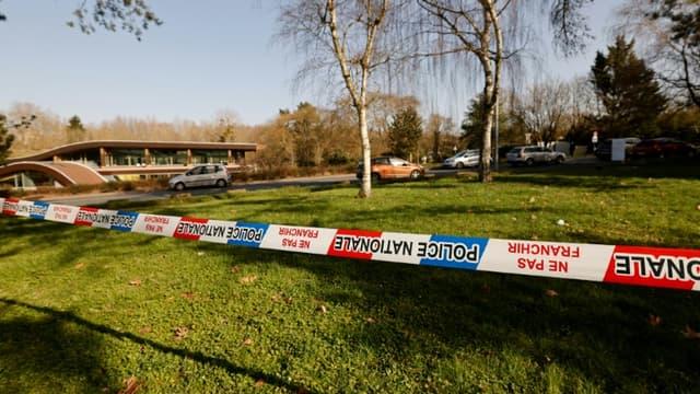 Un  cordon de police est déployé le 24 février 2021 à Boussy-saint-Antoine, en Essonne, après une rixe ayant abouti au meurtre d'un collégien de 14 ans