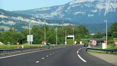 C'est sur les autoroutes A43 et A41 que l'automobiliste a été vu en train de circuler à contresens.
