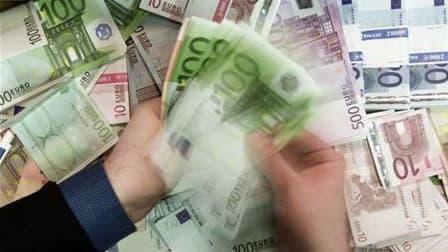 Le bouclier fiscal a coûté 586 millions d'euros à l'Etat en 2009, au bénéfice de 16.500 contribuables, a indiqué à des députés le ministre du Budget, François Baroin, selon le socialiste François Hollande. /Photo prise le 6 avril 2010/REUTERS/Russell Boyc