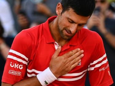 Le Serbe Novak Djokovic ému après sa victoire en finale de Roland-Garros contre le Grec Stefanos Tsitsipas, le 13 juin 2021