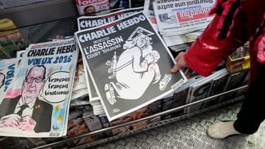 Le numéro spécial de Charlie Hebdo publié un an après l'attentat contre sa rédaction s'arrache en kiosques.