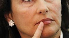 Ségolène Royal veut demander au ministère de la Défense la possibilité d'expérimenter l'une de ses propositions de la campagne de 2007, l'encadrement militaire des jeunes délinquants, dans sa région Poitou-Charentes. /Photo prise le 29 août 2010/REUTERS/S