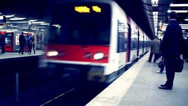 Un RER B arrive dans la station de Châtelet-Les Halles, au coeur de la capitale. Illustration