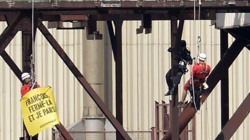 Les militants de Greenpeace ont pénétré dans la centrale nucléaire du Tricastin pour y dénoncer l'insuffisance des mesures de sécurité.