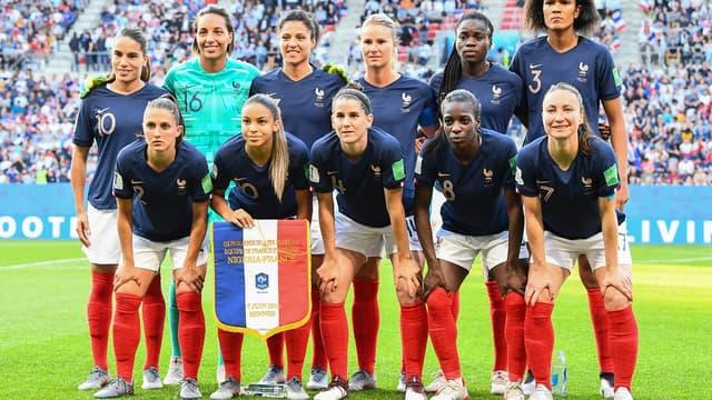 L'équipe de France jouera face au Brésil ce dimanche pour l'un des chocs des huitièmes. De quoi arranger le diffuseur TF1.