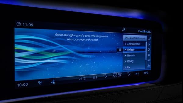 """Sur le nouvel écran unique (12,3 pouces) hérité de la Classe S et placé au centre de la planche de bord, on passe en mode """"Refresh""""."""
