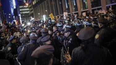 A Ferguson, New York et Cleveland, les violences policières sont montrées du doigt, ravivant les tensions raciales aux Etats-Unis, où les manifestations dénonçant ces abus sont devenues quotidiennes.
