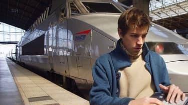 """""""On va mettre en oeuvre des systèmes dans les trains pour permettre d'avoir le wifi, en commençant par les trains à grande vitesse"""" a commenté Barbara Dalibard, directrice générale de la branche SNCF Voyageurs."""