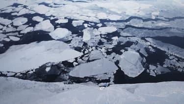 """La """"glace combustible"""", constituée de méthane, se trouve sous le plancher océanique ou le permafrost des régions arctiques. (image d'illustration)"""