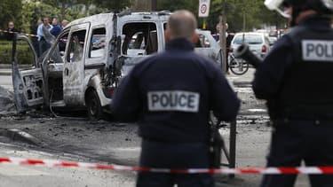 Le 8 octobre 2016, deux véhicules de police étaient pris d'assaut par un groupe d'individus cagoulés et munis de 13 cocktails Molotov.