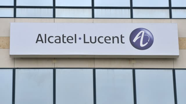 """Le vice-président du Medef, Thibault Lanxade, juge """"choquantes"""" les primes de départ attribuées à Michel Combes en  quittant Alcatel, qui pourraient lui rapporter 14 millions d'euros."""