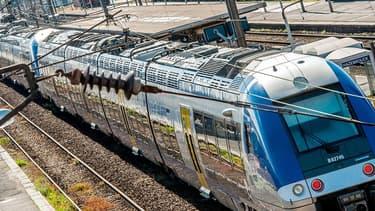 Photo d'un TER, prise le 22 mai 2014 à Hazebrouck, dans le nord de la France. (image d'illustration)