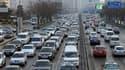 Embouteillages sur la deuxième artère périphérique de Pékin. La municipalité a décidé d'attribuer les nouvelles cartes grises lors d'une loterie et d'en limiter le nombre pour tenter de réduire le flot de nouveaux véhicules, alors que la Chine est depuis