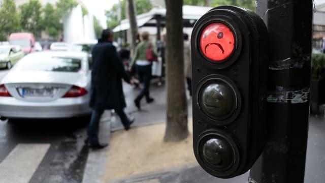 Le groupe écologiste proposera ce lundi de tester dans un quartier de Paris la suppression des feux tricolores aux carrefours dans Paris. Ils seraient alors remplacés par des panneaux.