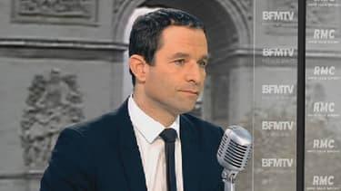 Benoït Hamon, ministre de la consommation et de l'économie sociale était l'invité de BFMTV ce 26 novembre
