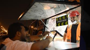 Bader al-Ajmi a embauché deux Saoudiens et deux Indiens, mais peine à faire travailler les Saoudiens de nuit.