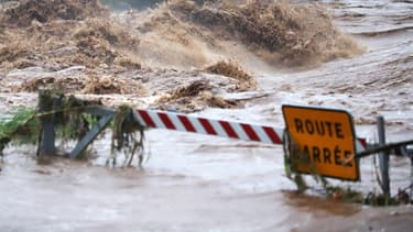 Image d'illustration d'une route barré à la suite d'une coulée de boue