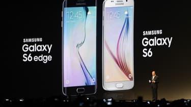 Samsung a précisé que ses deux nouveaux smartphones, le Galaxy S6 et S6 Edge , intégreront son système de paiement mobile qui sera dans un premier temps, lancé cet été aux Etats-Unis.