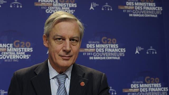 Le gouverneur de la Banque de France, Christian Noyer, s'est montré beaucoup plus virulent vis-à-vis des agences de notation que le gouvernement français, qui semble résigné à la dégradation de sa note souveraine. Les agences menacent de dégrader d'un ou