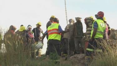 Près de 200 mineurs refuseraient de sortir de la mine par peur d'être arrêtés.