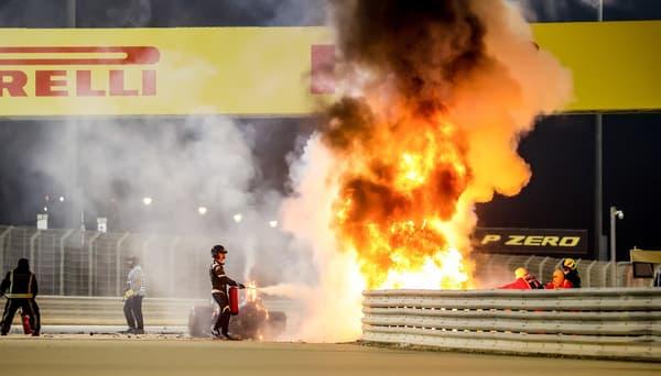 La Haas en flammes, quelques dizaines de secondes après le crash