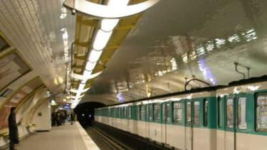 Un homme est mort électrocuté au contact des rails, à la station Kléber du métro parisien. (Photo d'illustration)