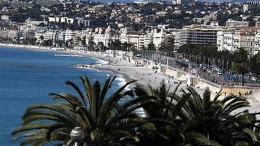 Vue de Nice. Les Chinois et les Russes, notamment, ont permis au tourisme français de réaliser une bonne saison estivale 2010. La fréquentation de la clientèle étrangère est en hausse de 10% sur les mois de juillet-août par rapport aux mêmes mois de l'ann