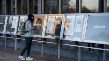 Toutes les Unes de presse mondiale sur Charlie Hebdo ont été affichées au pied du Newseum de Washington DC aux Etats-Unis.