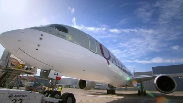 L'A350-900 aux couleurs de Qatar Airways sort de l'usine de Toulouse pour s'envoler vers Dubaï.