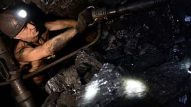 Nouveaux plus bas historiques, crise financière et structurelle... après quelques années de sursis, la filière du charbon thermique vit-elle ses dernières heures ?