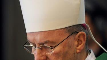 Mgr Luigi Ventura, le 7 novembre 2010 lors d'une messe à Lourdes