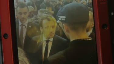 Emmanuel Macron a reçu un œuf en pleine figure au Salon de l'agriculture ce mercredi.