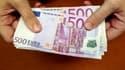 Le maximum pour les paiements en espèces pour les résidents fiscaux en France sera abaissé de 3.000 à 1.000 euros d'ici fin 2013, a indiqué lundi le gouvernement au terme d'un comité national de lutte contre la fraude fiscale et sociale. /Photo d'archives