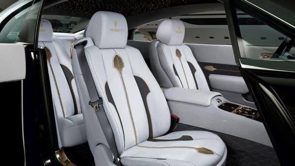 Des poignées de siège en or, peut-être une histoire d'adhérence?
