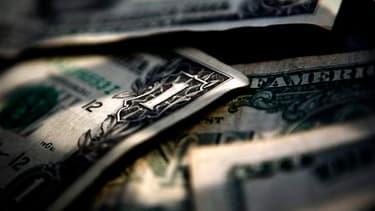 Les recettes sont certes restées sensiblement identiques, à 803 milliards de dollars, mais les dépenses ont augmenté de 18% à près de 1,4 milliard