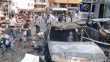 L'explosion de voitures piégées a fait plus de 30 morts et des dizaines de blessés samedi à Reyhanli dans le sud-est de la Turquie, près de la frontière syrienne. /Photo prise le 11 mai 2013/REUTERS/Ihlas News Agency